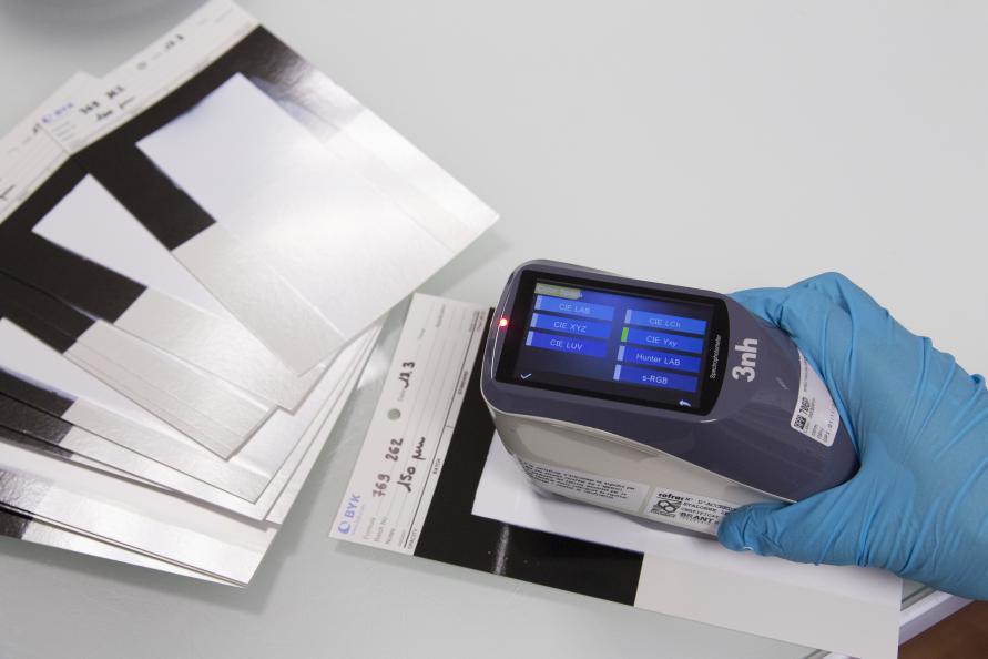 Malingens hvithet måles med et såkalt spektrofotometer. Foto: Matthieu Colin