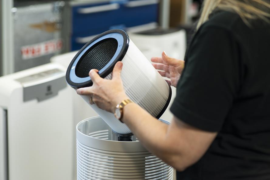 Laboratoriet undersøker hvor enkelt det er å rengjøre og bytte filter. Foto: Redshift Photography