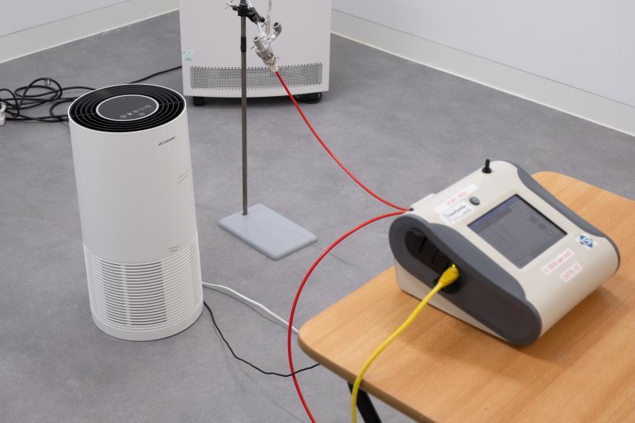 Testmiljøet klargjøres for måling av luftrensekapasiteten. Foto: Redshift Photography
