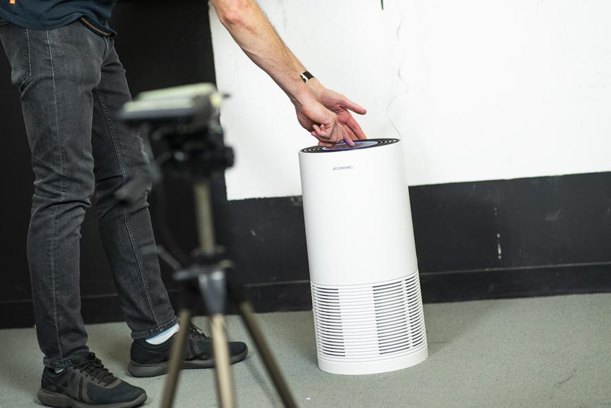Laboratoriet måler lydnivået fra ulike vinkler i et kontrollert, ekkofritt rom. Foto: Redshift Photography