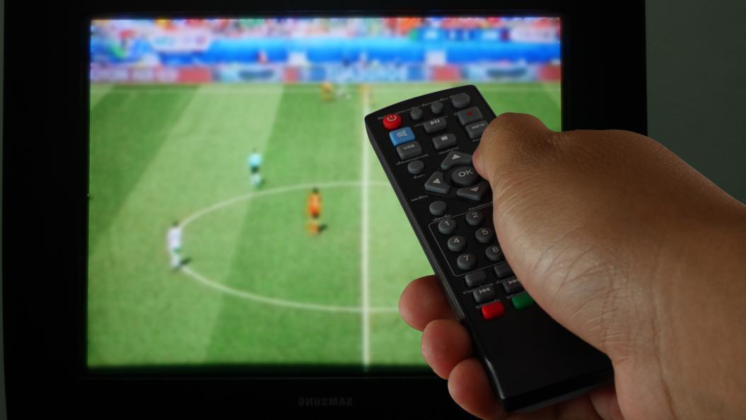 I forkant av store fotballturneringer pleier salget av TV-apparater å øke markant. Årets VM forventes ikke å bli noe unntak. Men det er store forskjeller på kvaliteten blant modellene, viser Testfaktas test. Foto: Shutterstock
