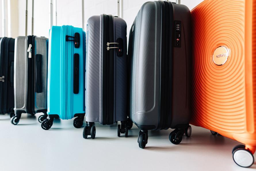 Kabinkofferter er praktiske på reisen, men hvor gode er de? Tåler håndtaket og hjulene mange reiser? Tåler kofferten flyselskapets bagasjehåndtering? Testfakta har testet. Fotograf: Jonas Ginter